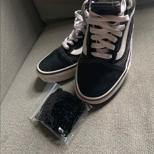 Vans Classic Black and White with extra laces